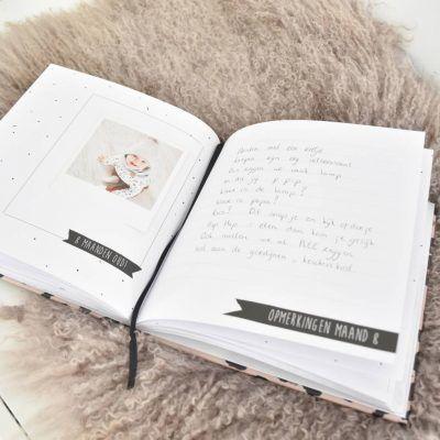 KIDOOZ Invulboek 'Mijn eerste jaar' - Panterprint - sfeerfoto - invulboekjes.nl