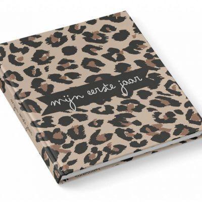 KIDOOZ Invulboek 'Mijn eerste jaar' - Panterprint - voorkant - invulboekjes.nl