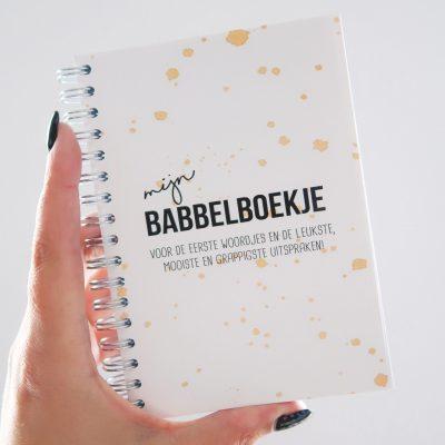 Studio DEMICO Mijn babbelboekje - Oker - voorkant - invulboekjes.nl