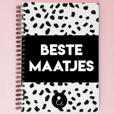 Studio Ins & Outs 'Beste maatjes' - Monochrome - voorkant - invulboekjes.nl