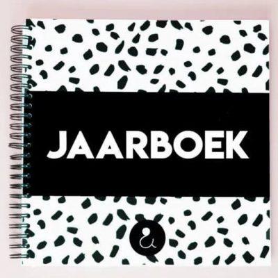 Studio Ins & Outs 'Jaarboek' - Monochrome - voorkant - invulboekjes.nl