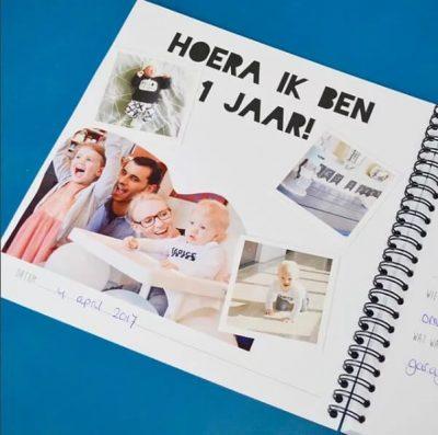 Studio Ins & Outs 'Kijk mij eens' 1-4 jaar - Monochrome - binnenkant - invulboekjes.nl
