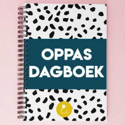 Studio Ins & Outs Oppasdagboek - Donkerblauw - voorkant - invulboekjes.nl