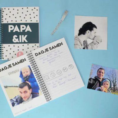 Studio Ins & Outs 'Papa&ik' - Donkerblauw - sfeerfoto- invulboekjes.nl