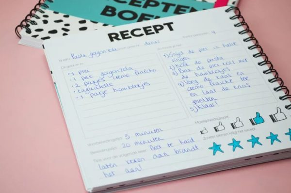 Studio Ins & Outs 'Receptenboek' - Donkerblauw - binnenkant - invulboekjes.nl