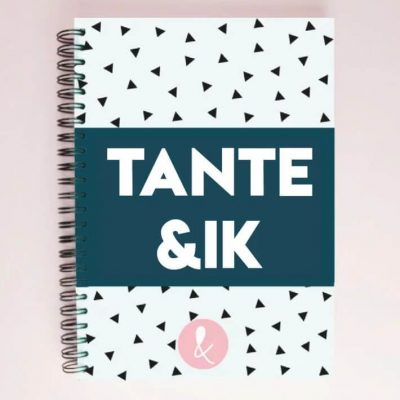 Studio Ins & Outs 'Tante&ik' - Donkerblauw - voorkant - invulboekjes.nl
