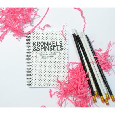 Van Mariel Kronkels & Spinsels notitieboekje - Gedachten en ideeën om te bewaren - sfeerfoto - invulboekjes.nl