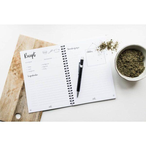 Zoedt Mijn recepten boekje - Zwart - sfeerfoto - invulboekjes.nl