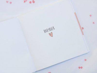Huisje no.56 - Babyboek 0-12 maanden - Roze - binnenkant 5