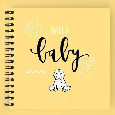 Atelier Pix - Hallo baby - Eerste jaar boek - Geel - voorkant geel - invulboekjes.nl