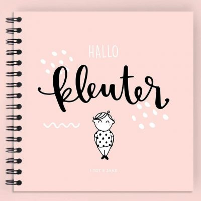Atelier Pix - Hallo kleuter - 1 tot 6 jaar - Roze - voorkant roze - invulboekjes.nl (1)