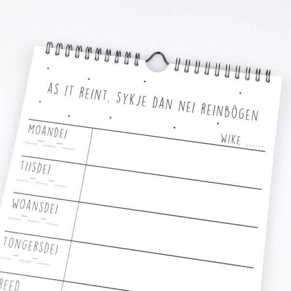Friese quote ophangbare weekplanner met Friese quotes - Krúskes.nl (4)
