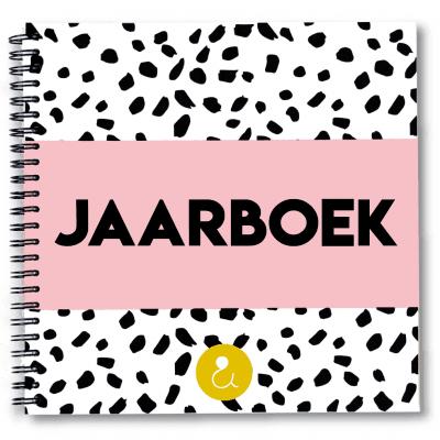 Studio Ins & Outs 'Jaarboek' – Roze Jaarboek