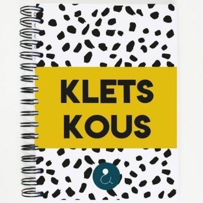 Studio Ins & Outs 'Kletskous' - Okergeel - invulboekjes.nl