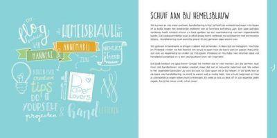 Leer handletteren met hemelsblauw boek Doeboek