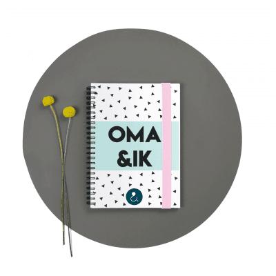 Studio Ins & Outs Invulboek 'Oma & ik' – Blauwe stip Cadeauboeken