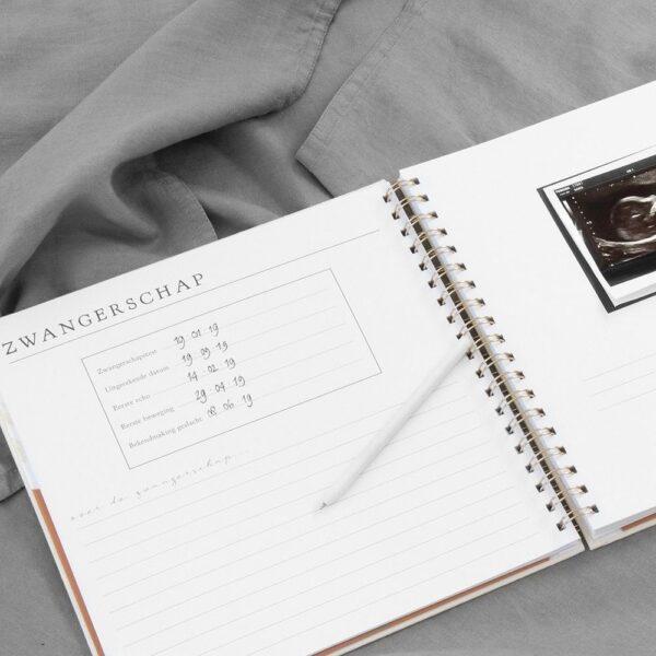 HOP Babyboek – Ivoor – Linnen cover 9 maanden dagboek