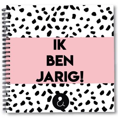 Studio Ins & Outs Verjaardagsboek Roze Cadeauboeken